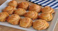 Hazır yufka kullanarak çok pratik olarak yapılan Gül Böreği Tarifi ile20 dakika gibi kısa bir sürede böreğinizi fırına vermeye hazır hale getirebilirsiniz. 30 – 35 dakika gibi bir piş…