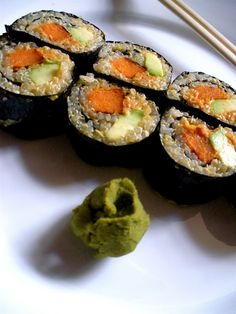 Potato, Avocado and Quinoa Sushi. I've always wanted to make sushi and this recipe seems AWESOME.Sweet Potato, Avocado and Quinoa Sushi. I've always wanted to make sushi and this recipe seems AWESOME. Vegetarian Sushi Recipes, Veggie Recipes, Vegan Vegetarian, Healthy Recipes, Healthy Foods, Quinoa Sushi, Sushi Sushi, Sushi Time, Sushi Rolls