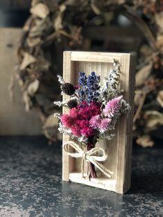 植物の標本!!ドライフラワーウッドプレート ナチュラル Flower Boxes, Flower Frame, Flower Cards, Dried Flower Bouquet, Dried Flowers, Paper Flowers, Artificial Floral Arrangements, Dried Flower Arrangements, Picture Frame Wreath