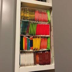 DIY Teeregal Einfach die Schachtel zusammen tackern - passt wunderbar in den Schrank.