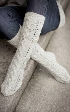 Cable Socks Pattern [These look soooo comfy!] Cable Socks Pattern [These look soooo comfy! Wool Socks, My Socks, Knitting Socks, Hand Knitting, Textile Patterns, Knitting Patterns, Only Clothing, Custom Socks, Winter Socks