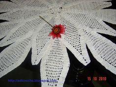 Centro de mesa em croche fio 100% algodão egipcio, na cor beje, 77 cm de diâmetro. Uma bela opção para presentear ou enfeitar a sua casa
