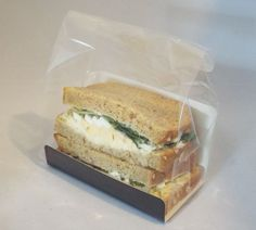 Square Cut Sandwich Packaging Kit - Bags, Cards & Labels All in one kit for packaging filled square cut sandwiches for sale, which offers great on shelf visibility for your products. Easy to package your sandwich, simply place the sandwich into the U c Homemade Frappuccino, Frappuccino Recipe, Berry Smoothie Recipe, Easy Smoothie Recipes, Sandwich Bar, Paninis, Sandwich Packaging, Grilled Fruit, Sandwiches For Lunch