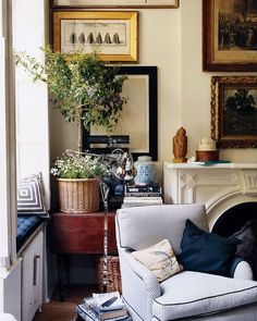 Browse the Domino Galleries for thousands of stylish home decor inspiration, photos, furniture ideas and accessories. Explore interior design styles and furniture layouts for every room and color. Home Living Room, Living Spaces, Interior Exterior, Interior Design, Best Indoor Plants, Decoration Inspiration, Cozy Corner, Small Corner, Feng Shui