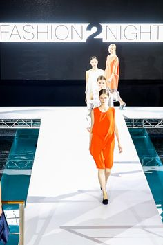 THE POOL = CAT WALK || FASHION2NIGHT at EUROPA 2. || MIX IT Ausnahmsweise nur Party statt Kreuzfahrt / MIX IT For once just a party but no cruise. Foto: © Hapag-Lloyd Cruises