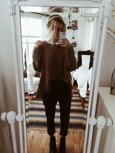 Ootd: Free People sweater, new favorite army green pants from Aritzia, Hollister collared shirt underneath, Rag & Bone combat boots have a happy day my loves Fall Winter Outfits, Autumn Winter Fashion, Fall Fashion, Army Green Pants, Casual Outfits, Cute Outfits, Vogue, Mode Vintage, Look Cool