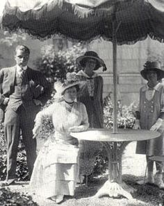 Hermann Oelrichs Jr., Tessie Oelrichs, Muriel Vanderbilt, and Consuelo Vanderbilt (named for her aunt Consuelo Vanderbilt Balsan).