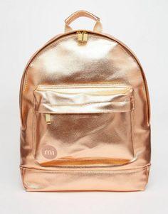 9e38b8061d Make a statement with a rose gold metallic backpack. Tutoriais