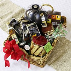 Tailor this year's gift to fit perfectly by giving a basket packed with homemade treats and gourmet goodies. Food Gift Baskets, Raffle Baskets, Basket Gift, Food Gifts, Craft Gifts, Diy Gifts, Hostess Gifts, Holiday Gifts, Holiday Wishes