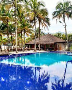 Essa piscina do @PortobelloResort é incrível. Ficava babando nas fotos que via e agora estou por aqui. Esse reflexo dos coqueiros na água é encantador.  Vejam os Stories nos próximos dias que vou mostrar tudo que tem por aqui. O resort é super família!