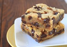 salted-caramel-chocolate-chip-cookie-bars