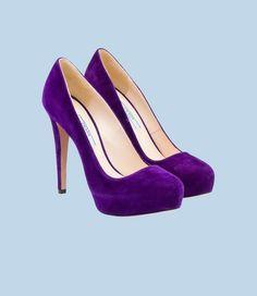 Purple Prada suede round-toe pump with 115 mm louis heel #shoe #love