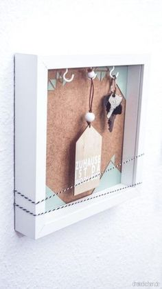 Gift for collecting: photo frame key box # three times // advertisement - DIY Home Decor Ideas Scrapbook, Cuadros Diy, Key Box, Home Decoracion, Diy Home Accessories, Minimalist Furniture, Moving House, Ikea Hack, Triangles