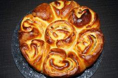 Bonjour, Vous êtes de plus en plus nombreux à suivre mon blog et je vous en remercie. J'ai testé une autre brioche pour le goûter encore plus gourmande qu'une brioche traditionnelle c'est de la tuerie. Elle s'est très vite mangée. Réalisé entièrement... Baguette, Desserts Chinois, Raisin, Pie, Cooking, Blog, Orange, Chinese Cake, Pastries