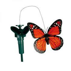 """Mariposa Rotativa Solar para exterior. Ahora podrá ser primavera todo el año, con la mariposa solar. Gracias a su apoyo en un punto, se """"planta"""" en medio de sus macetas. Con solo unos rayos de sol, la mariposa comenzará a girar alrededor de las flores.Características:Funciona con energía solar o pila AAAAltura 53 cmMedida Mariposa 9 cm4 diseños surtidos"""