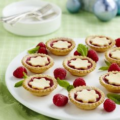 With a scrumptious almond pastry that's filled with delicious raspberries and jam, these Christmas tarts are the perfect treat. Christmas Tarts Recipe, Christmas Recipes, Easy Desserts, Delicious Desserts, Dessert Recipes, Christmas Lunch, Christmas Time, Xmas, Tart Recipes