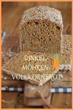 Brot-Rezept für ein sehr saftiges Dinkel-Möhren-Vollkornbrot mit Übernachtgare. Dieses aromatische und lockere Brot enthält 100% Dinkelvollkornmehl und gerade mal 1g Hefe. Der Teig wird abends in Ruhe zubereitet und braucht morgens nur noch gebacken werden.#rezept #brot #bread #baking #backen #thermomix #thermomixrezept #karotte #carrots #vollkorn #Dinkel #möhre