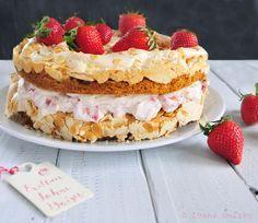 Erdbeer Sahne Baiser Torte ganz