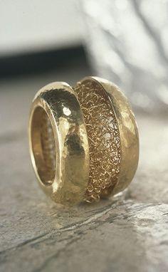 """Laurence Oppermann - création de bijoux contemporains - bague/ring """"fil du temps"""""""
