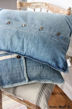 Newest Photos 74 great DIY ideas to recycle old jeans - best decorating ideas Style I enjoy Jeans ! And even more I love to sew my own, personal Jeans. Next Jeans Sew Along I am plan Jean Crafts, Denim Crafts, Upcycled Crafts, Artisanats Denim, Denim Shirts, Denim Purse, Denim Couch, Raw Denim, Denim Ideas