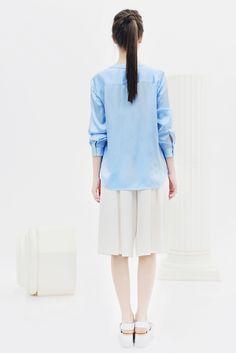 BOGDAR SS16. Camisa escote pico, manga larga, botonadura joya. #SS16 #minimalismo #tendencia #modamujer #lookbook #bogdar #femenino #moda
