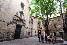 Place: Plaza Neri (Barrio Gotico), Barcelona / Catalonia, Spain. Photo by: Bok Yoon (500px.com)