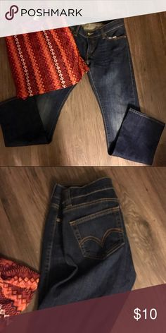 Levis 504 tilted jeans short length This is a pair of good condition Levi's size 9 short they are 504 style which is regular straight style.  They are 99% cotton and 1% spandex Levi's Jeans Straight Leg