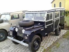 Now for something a little special. Feast your eyes on this beauty! Anyone know this Land Rover?