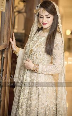Wedding Photography Indian Desi Bride Jewellery 58 Ideas For 2019 Bridal Dupatta, Pakistani Bridal Makeup, Bridal Mehndi Dresses, Nikkah Dress, Shadi Dresses, Indian Gowns Dresses, Pakistani Wedding Outfits, Wedding Dresses For Girls, Bridal Outfits