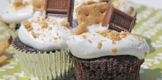 S'more cupcakes with a SUPER EASY Marshmallow Frosting!