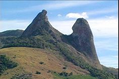 the mount that looks like a monk and a nun, is located in the city CACHOEIRO DO ITAPEMIRIM/ES/BRASIL
