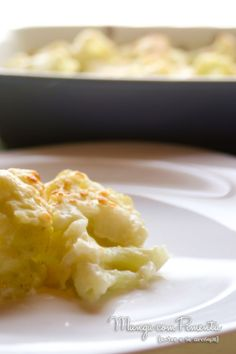 Couve Flor Gratinada {Vegetariana}, essa receita é perfeita para fazer nos dias frios. Clique na imagem para ver o modo de preparo no blog Manga com Pimenta.