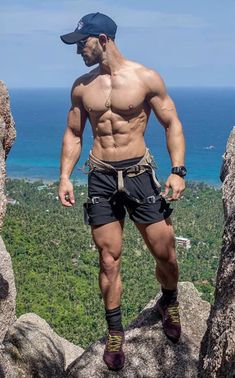 Athletes Bodybuilders and just fitness people who reach good results in muscle building, fitness and weightlifting. Fitness Motivation, Athletic Men, Athletic Body, Muscular Men, Shirtless Men, Male Physique, Sport Man, Male Beauty, Male Body