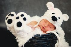 Hey, I found this really awesome Etsy listing at https://www.etsy.com/listing/175878863/crochet-polar-bear-hat-and-booties-polar