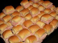 Los pebetitos o pebetes son unos mini pancitos, muy muy tiernos, ideal para rellenar con jamón y queso, u otro tipo de fiambres. Son deliciosos tanto fríos como calentitos dándoles un golpe de horno antes de servir