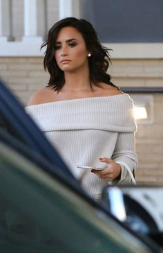 How gorgeous is she!! Demi Lovato has such great style.