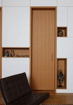 #pared division madera con huecos