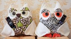 This owl remote control holder sewing pattern has been super popular and it will come in very handy at your home. Check these cuties out now. Remote Caddy, Remote Control Holder, Sewing Projects For Kids, Knitting Projects, Sewing Toys, Sewing Crafts, Free Sewing, Coin Couture, Owl Pillow