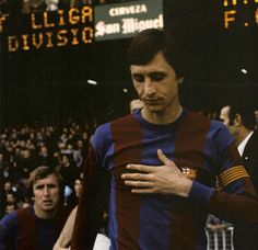 In Memoriam – Johan Cruyff : 100 Vintage Photos Good Soccer Players, Football Players, Fc Barcelona, Leonel Messi, Favorite Son, Sport Icon, Could Play, World Star, Everton