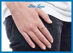 [Le saviez-vous ?] Le port d'une bague à l'index de la main droite est un symbole de puissance et d'autorité. #lsv #bague #index #autorité #panthère #bluelemonparis Index, Hands