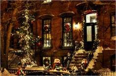 Christmas at a Brownstone in Hoboken, New Jersey 🇺🇸 Christmas Town, Christmas Scenes, Christmas Photos, All Things Christmas, Winter Christmas, Christmas Lights, Christmas Decorations, Country Christmas, Christmas Snowman