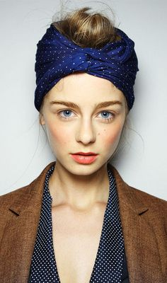 Karen Walker blush, coral lips, and a turban on top. Love the turban and the coral lips! Trendy Mood, Trendy Hair, Chignon Bun, Updo, Coral Lips, Scarf Styles, Hair Styles, Karen Walker, Bad Hair Day