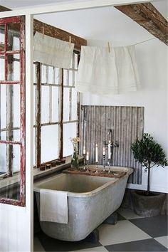 Amazing bathtub wit metal backsplash