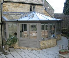 Greenhouse Farming is the process of cultivating crops and vegetable. If you have a greenhouse or are considering setting up one, then we'll share what greenhouse plants grows best inside. Orangery Conservatory, Conservatory Kitchen, Conservatory Design, Conservatory Interiors, Conservatory Extension, Cottage Extension, Pergola Plans, Diy Pergola, Gazebo