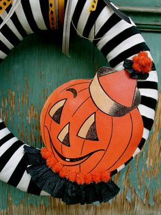 The Chic-Adee Shop: More Halloween Wreaths!