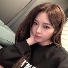 South Korean Girls, Korean Girl Groups, Tzuyu And Sana, Kpop Girl Bands, Korean Beauty Girls, Asian Beauty, Pop Group, Pretty People, Beautiful People