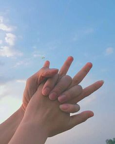 —hold me still and dont ever let me go Couple Aesthetic, Blue Aesthetic, Aesthetic Photo, Cute Couples Goals, Couple Goals, Zack E Cody, Couple Hands, Hands Together, Ulzzang Couple