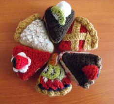 Crochet Toys Patterns FREE Crochet Pattern for 6 different crocheted Piece of Cake : Cherry Pie, Chocolate Cake, Strawberry Cake, Fruit Cake, Lemon Meringue Pie and Cheesecake Crochet Cake, Crochet Diy, Crochet Food, Crochet For Kids, Crochet Dolls, Crochet Gratis, Crochet Amigurumi Free Patterns, Knitting Patterns, Knitting Charts