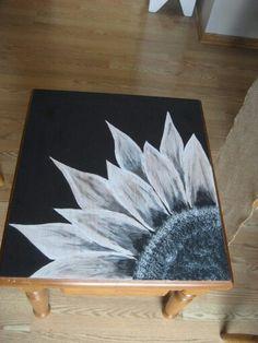 Flower SPiT End Table
