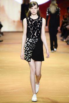 Mugler Fall 2016 Ready-to-Wear Fashion Show - Adrienne Jüliger (Viva)